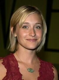 allison-mack-nude-standing-bdsm-author-with-pseudonym-jackpot