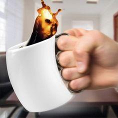 Taza puño americano, así nadie te quitará el café!! http://www.regatron.es/regalos-originales/para-frikis/taza-puno-americano.html