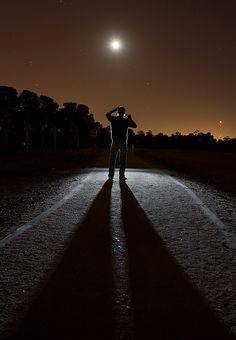 """""""Olvidando el pasado, me esfuerzo por alcanzar lo que está adelante"""". (Filp.3:13) Cuando nos equivocamos, el mayor problema es que, a veces, no podemos perdonarnos a nosotros mismos. El pasado ya pasó. Cuando nos arrepentimos, Él lo borra. Lo que cuenta es este momento. Vive tu presente de cara al futuro, y hazlo tratando de hacer las cosas de la mejor forma posible. El pasado es un peso que no debes cargar. Entrégaselo a Jesús y ¡sigue adelante! (EAF) http://cpm.com.es"""