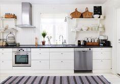 Cosy kitchen in black and white Cosy Kitchen, Scandinavian Kitchen, Country Kitchen, Kitchen Dining, Kitchen Decor, Swedish Kitchen, Scandinavian Style, Ikea Adel Kitchen, White Kitchen Cabinets