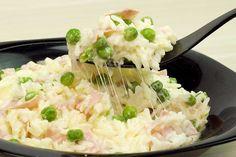 Arroz Parisiense Express. Receita super prática de arroz de micro-ondas, com muito queijo, presunto, ervilhas ao molho branco.
