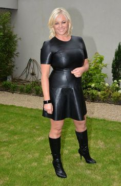 Amanda Brunker in perfect leather dress, but hosiery and gloves absent Leather Dresses, Leather Skirt, Sexy Older Women, Sexy Women, Skirts With Boots, Latex Dress, Sexy Boots, Leather And Lace, Black Leather