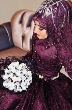 Get the Ideas of 2019 Latest Designs of Muslim Bridal Wedding Dresses in sleeves and hijab. These photos of Islamic wedding dresses for brides are fabulous. Muslim Wedding Gown, Wedding Hijab, Muslim Dress, Plum Wedding Dresses, Bridal Dresses, Purple Wedding, Turkish Wedding, Moslem, Muslimah Wedding