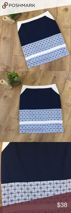 "HALOGEN NAVY & WHITE SKIRT - 8P Halogen Navy & White Patterned Skirt - 8P. Length is 20"". Shell is a cotton mix. No issues. Halogen Skirts"