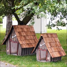 Original and Fairy niches for dogs ~ dog houses www.fr Source by Dog Mom Gifts, Dog Lover Gifts, Niche Chat, Dog Kennel Designs, Dog House Bed, Cool Dog Houses, Dog Area, Niches, Puppies And Kitties