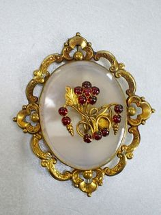 FINE ORNATE ANTIQUE VICTORIAN PINCHBECK/CHALCEDONY & GARNET FLORAL BROOCH/PIN