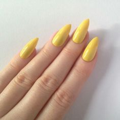 Pastel yellow stiletto nails nail designs by clear matte pointy Trendy Nails, Cute Nails, Hair And Nails, My Nails, Yellow Nail Art, Pointy Nails, Glitter Nails, Mellow Yellow, Pastel Yellow