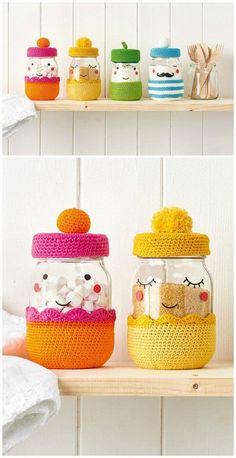Mason Jar Cozy, Mason Jars, Wine Bottle Crafts, Mason Jar Crafts, Diy Home Decor Projects, Diy Projects To Try, Crochet Jar Covers, Diy Hanging Shelves, Crochet Patterns