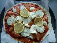 Pizza Rolls, Sauce Tomate, Calories, Pepperoni, Food, Favorite Recipes, Cooking Recipes, Tomatoes, Essen