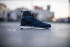 PUMA's IGNITE evoKNIT effortlessly combines PUMA's innovative running technology with disruptive streetwear design.     The IGNITE evoKNI...