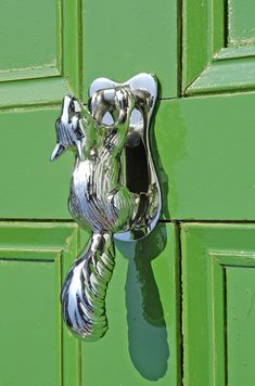 The squirrel forever clinging to the front door? Yeah, don't worry about him. He's fine. Door Knockers Unique, Door Knobs And Knockers, Knobs And Handles, Door Handles, Portal, Cool Doors, Unique Doors, Door Furniture, Tore