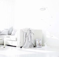 a white and clean living room | Pinterest //colettexelizabeth