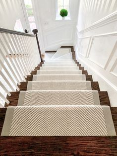 Everyone loves a neutral herringbone wool stair runner. This Wellesley, homeowner wanted something bright and airy, but also eye catching! By adding a wide binding, really makes the stair runner pop! Carpet Staircase, Staircase Runner, Staircase Remodel, Staircase Design, Modern Staircase, Farmhouse Stairs, Entry Stairs, Staircase Makeover, Hallway Decorating