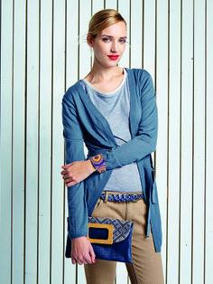"""Überlanger Feinstrick- #Cardigan """"Eringa"""" mit Bindegürtel für maximale Vielseitigkeit. Dazu das vielseitige Rundhalsshirt """"Bluff"""" mit raffiniertem Double-Face-Effekt.   Bluff Shirt http://bevonboch.com/Produkt/bevonboch/Mode/T_Shirts/Bluff_T_Shirt_blau.html?result=1018870?campaign=bvbpin  Eringa Maxicardigan http://bevonboch.com/Produkt/bevonboch/Mode/Strickmode/Eringa_Maxi_Cardigan_blau.html?result=1018807?campaign=bvbpin by Brigitte von Boch #bevonboch"""