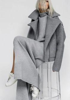 casual, comfortable and cozy! Grey Fashion, Fashion 2020, Look Fashion, Fashion Design, Mode Outfits, Casual Outfits, Fashion Outfits, Fall Winter Outfits, Autumn Winter Fashion