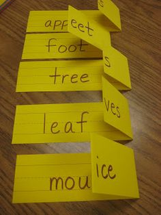 How Cute And Easy! Teaching plurals- easy to make by simply folding sentence strips! How awesome! Teaching plurals- easy to make by simply folding sentence strips! How awesome! Teaching Language Arts, Speech And Language, Teaching English, Teaching Spanish, Spanish Language, French Language, Spanish Practice, Primary English, Teaching Grammar