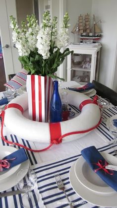 Ideas Original to decorate your table this season Tons of ideas for your labor day celebration. From nautical to colorful to patriotic.how will you decorate your table for a labor day party? Ideas Original to decorate your table this season Navy Party, Nautical Party, Nautical Home, Cruise Theme Parties, Cruise Party, Labor Day Decorations, Table Decorations, Nautical Table Centerpieces, Beach Table Settings