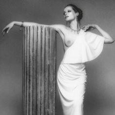 Bob Krieger - Art director di «Bazar Italia» dal 1970 al 1975, corrispondente del «New York Times Magazine» di «Esquire» e di «Harper's Bazar», autore di tre copertine del «Time», Krieger ha lavorato per tutti gli stilisti del mondo dell'ultimo mezzo secolo: Armani, Krizia, Versace, Valentino, Biki, Romeo Gigli, Bulgari.