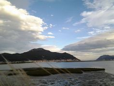 28/11/14: Llegar a Santoña viendo acercarse la imponente silueta del Buciero: todo un espectáculo.