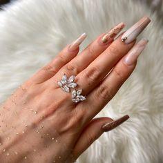 Korean Earrings, Metal Tattoo, Cool Presents, Crystal Drop, Mani Pedi, Henna Designs, Flower Petals, Unique Rings, Pearl Beads