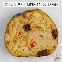 Just like your good old-fashioned meatloaf, embutido is a combination of ground meat, vegetables, and spices. It's comfort food that is inexpensive and super easy to make. This version that I'm familiar with is log-shaped and best eaten with ketchup. Pinoy Food Filipino Dishes, Filipino Recipes, Mexican Food Recipes, Filipino Meatloaf Recipe, Meatloaf Recipes, Embutido Recipe Philippines, Easy Cooking, Cooking Recipes