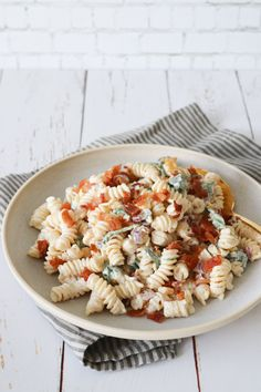 Du søgte efter pastasalat - One Kitchen - A Thousand Ideas First Kitchen, Bacon, Tzatziki, Coleslaw, Picnic, Salad, Snacks, Ethnic Recipes, Ideas