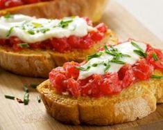 Toast light au caviar de tomate et fromage frais : http://www.fourchette-et-bikini.fr/recettes/recettes-minceur/toast-light-au-caviar-de-tomate-et-fromage-frais.html