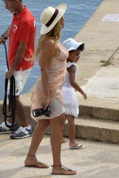 Beyoncé & Blue Ivy arriving in Porto Cervo Sardinia Italy 14.10.2015