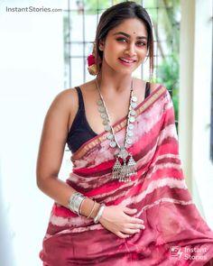 Beautiful saree and blouse Latest Saree Blouse, Saree Blouse Designs, Trendy Sarees, Stylish Sarees, Sari Bluse, Saree Trends, Elegant Saree, Saree Look, Indian Beauty Saree