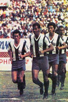 """Alianza Lima saliendo al campo de juego. Los """"intimos"""" ya piensan en su intervencion en la copa libertadores frente a los colombianos Millonarios y Santa Fe"""