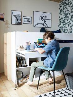 Une chambre organisée et bien rangée pour la rentrée #chambre #décoration #home #homesweethome #kidroom Office Desk, Furniture, Home Decor, Bedding, Tour De Lit, Rain Boots, Room Inspiration, Desk Office, Decoration Home