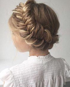 Offen oder lieber zu einem aufwendigen Zopf hochgesteckt? Kleine Mädchen sind ziemlich eitel, was ihr Haar angeht. Und die Jungs? Die möchten auch gut aussehen...