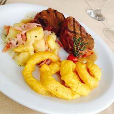 Medalhão com Parma, Cebola a Dorê e Batata à Lionese! Uma das Variedades de nosso Buffet!  Espaço Candelária. O Restaurante Preferido dos Executivos Cariocas!  Venha conhecer!  Restaurante e Eventos. Rua da Candelária, 9 - 13º andar Centro, Rio de Janeiro - RJ Telefone: (21) 2203-1322  www.espacocandelaria.com.br eventos@espacocandelaria.com.br  http://espacocandelaria.tumblr.com http://instagram.com/espacocandelaria #espacocandelaria #espacocandelariario  Espaço Candelária Rio
