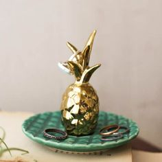 Ceramic Pineapple Ring Holder This unique ring holder is a beautiful accent piece for your bedroom or bathroom. So it is the perfect gift for yourself or a gift it to someone you love. Product Dimensi