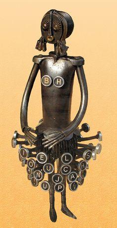 'Remington Touch Tanja' - seen in a shop in Brussels, Belgium; photo by Gertrud… Steampunk Robots, Arte Steampunk, Recycled Robot, Recycled Art, Metal Animal, Grand Art, Sculpture Metal, Arte Robot, Art Antique