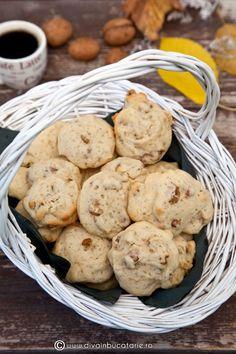 fursecuri-cu-nuca Romanian Desserts, Romanian Food, Christmas Sweets, Foods To Eat, Fall Recipes, Bakery, Sweet Treats, Food And Drink, Favorite Recipes