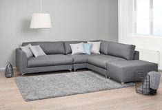 Trio-sohva muuntuu moneksi. Sohvan modulipalat ovat ympäriverhoiltuja, joten niiden paikkaa voi vaihtaa kotona aina tilanteen mukaan. #muunneltava #sisustus Monet, Couch, Furniture, Home Decor, Settee, Decoration Home, Sofa, Room Decor, Home Furnishings