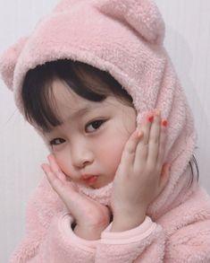 She has a virtual boyfriend and she calls him glitch. Cute Baby Meme, Cute Baby Boy, Cute Little Baby, My Baby Girl, Little Babies, Cute Kids, Cute Asian Babies, Korean Babies, Asian Kids