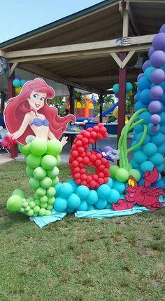 Disney Princess Birthday Cakes, Mermaid Theme Birthday, Little Mermaid Birthday, Little Mermaid Parties, Mermaid Party Decorations, Balloon Decorations, Birthday Party Decorations, Festa Mickey Baby, 4th Birthday Parties