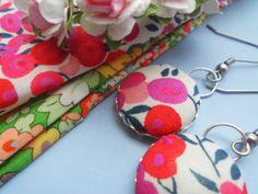 *Flower* Versilberte Stoffknopf Ohrringe mit Blume von Happy Lilly auf DaWanda.com