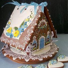 Пряничный домик во всей своей красе. #пряничныйдомик #Екатеринбург #екб #пряникивекб #пряниквподарок #пряникиназаказекб #правильныепряникиотA&M #аннаимарина #пряники #имбирныепряники