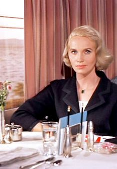 "The movie ""North by Northwest"", directed by Alfred Hitchcock and written by Ernest Lehman. Seen here, Eva Marie Saint as Eve Kendall. Old Hollywood Movies, Vintage Hollywood, Hollywood Glamour, Classic Hollywood, Eva Marie Saint, North By Northwest, Entertainment Weekly, Old Movies, Vintage Movies"