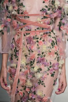 Marchesa at New York Fashion Week Spring 2018 - These Details From the New York Runway Are Too Pretty for Words - Photos