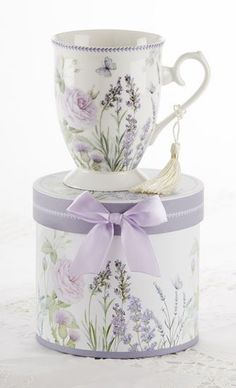 Our lovely Lavender Gift Boxed Mug in Hat Box is a beautiful porcelain mug arriving in matching hat box perfect for gifting and events. Mug has removable tassel and the box is adorned wit Mehr Lavender Cottage, Lavender Roses, Lavender Tea, Lavender Fields, Porcelain Mugs, Fine Porcelain, All Things Purple, Keepsake Boxes, Cup And Saucer
