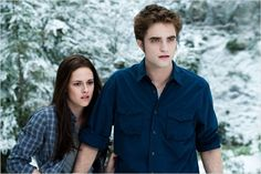 The Twilight Saga: Eclipse - Publicity still of Kristen Stewart & Robert Pattinson. The image measures 3200 * 2129 pixels and was added on 1 January Edward Bella, Twilight Bella Und Edward, Twilight Film, Twilight Breaking Dawn, Twilight New Moon, Twilight Pictures, Twilight Quiz, Movies Like Twilight, Beau Film