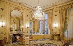 Best Victorian Home Decor ~ http://lanewstalk.com/victorian-gothic-room-for-vampire-fans/