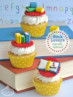 Whether you are a devoted book lover or are preparing to go back to school, exercise both your mind and taste palate with these sweet book cupcakes! Teacher Cupcakes, School Cupcakes, Book Cupcakes, School Cake, School Treats, Themed Cupcakes, Cute Cupcakes, Birthday Cupcakes, Fondant Toppers