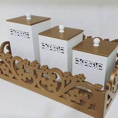 Kit higiene arabesco floral dourado. Lindo!! Bandeja e 3 potes. Fabricação…