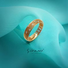 A beautiful new twist to the classic wedding band. A gold lattice dotted with diamonds. #weddingring #style #love