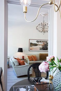 Rosa istället för orange. Exterior Design, Interior And Exterior, Living Room Decor, Living Spaces, South Shore Decorating, Swedish Design, White Rooms, Next At Home, Creative Home